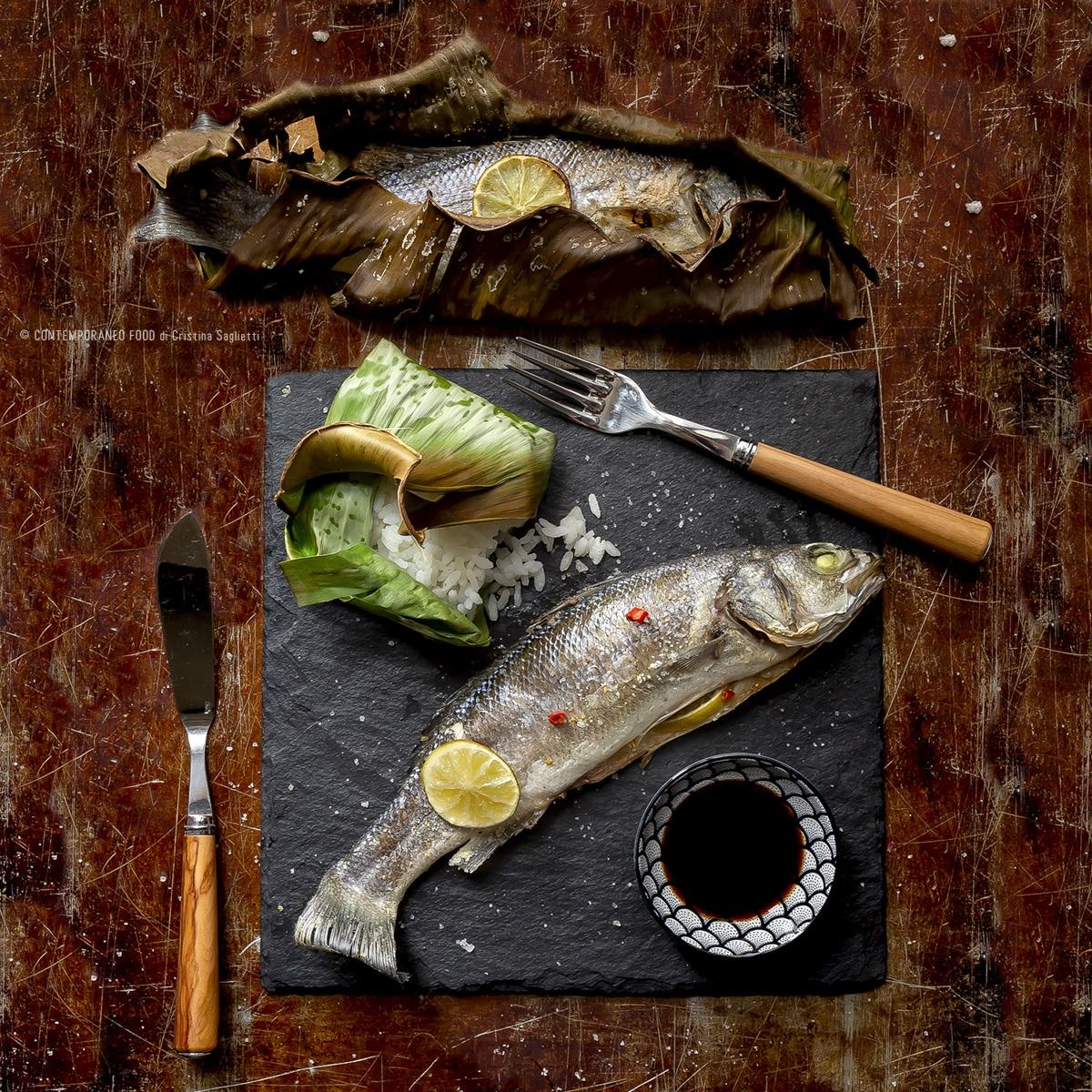 branziono-in-foglie-di banano-ricetta-last-minute-pesce-facile-veloce-contemporaneofood