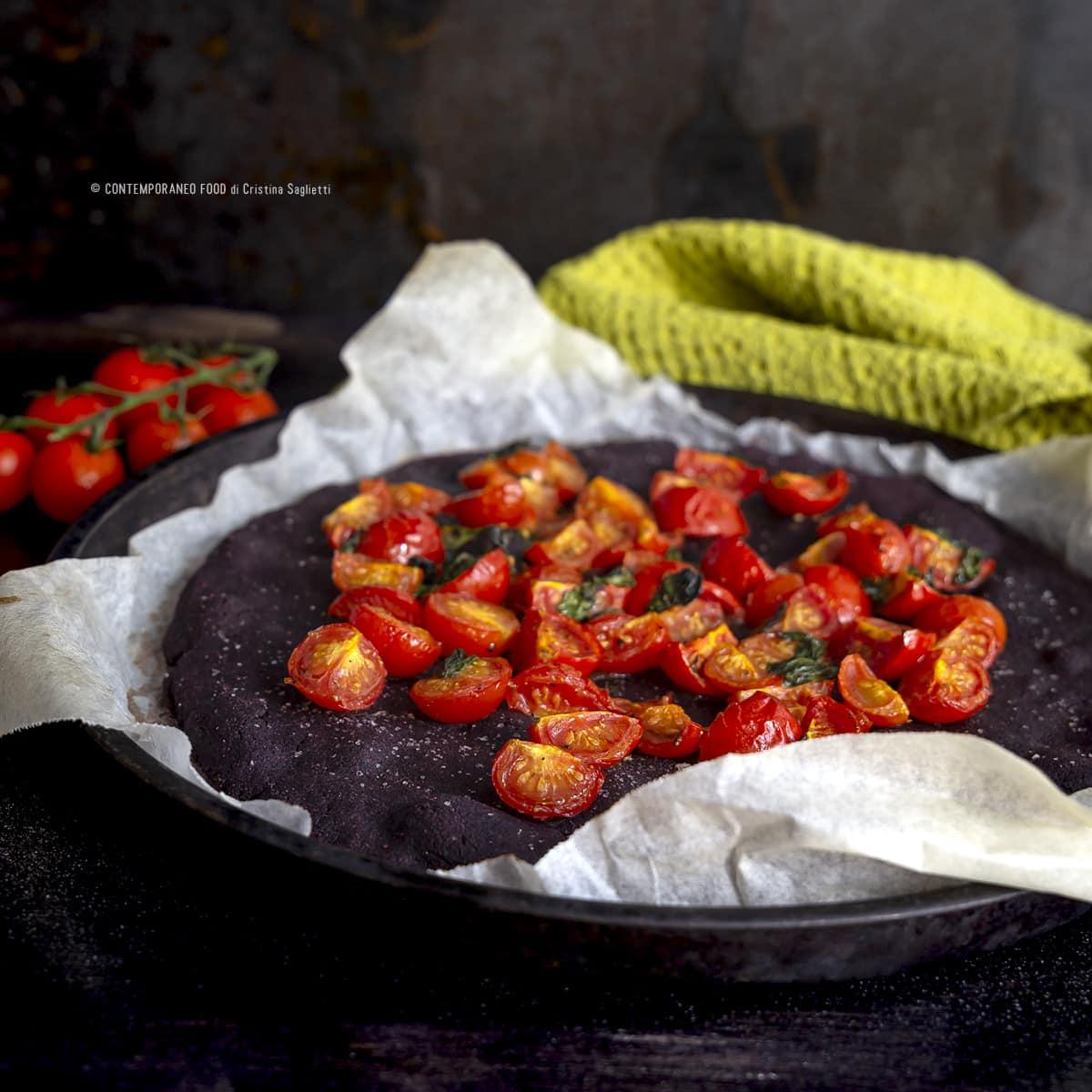 focaccia-croccante-alla-farina-di-riso-artemide-e-pachino-lievitati-senza-glutine-ricetta-facile-senza-glutine-contemporaneofood