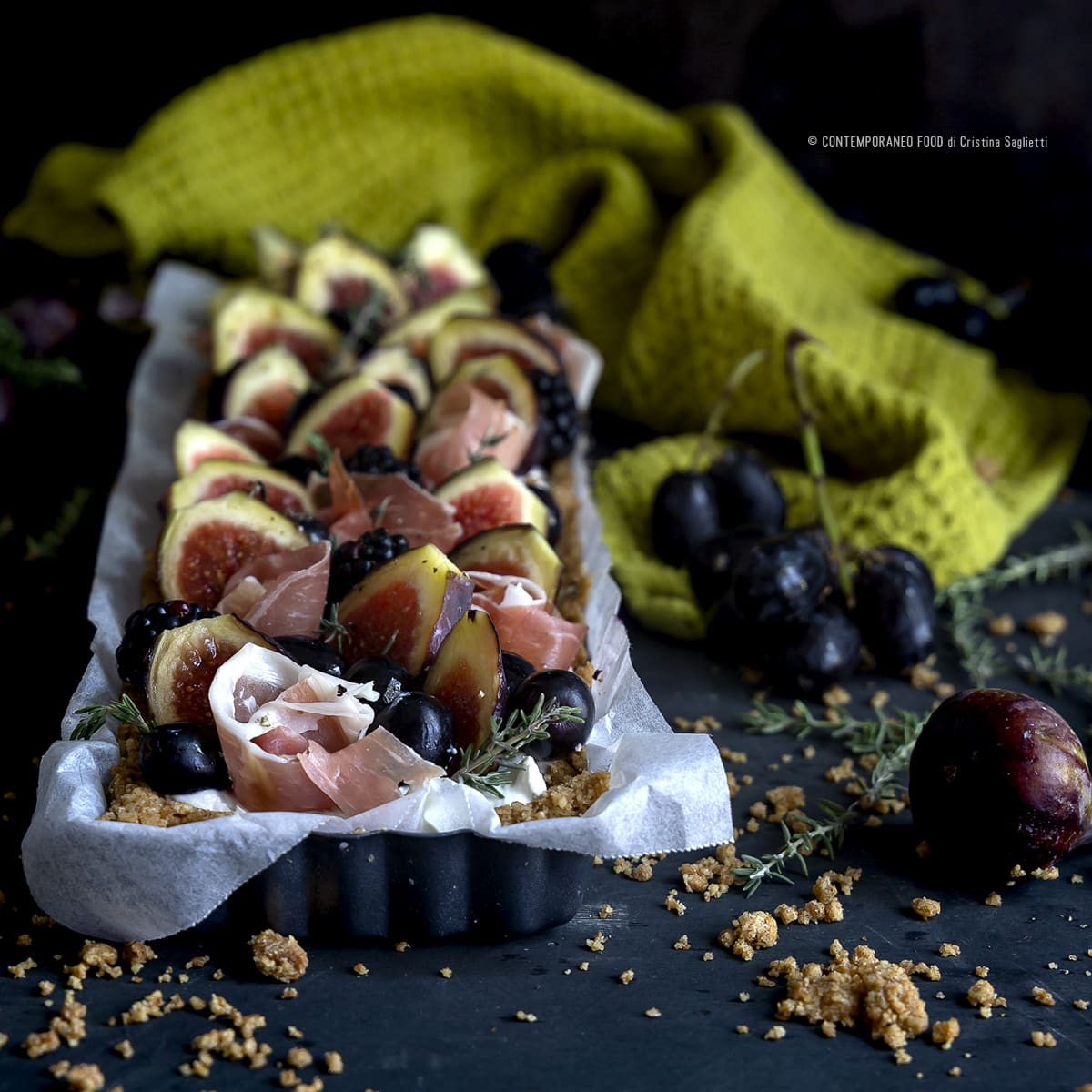 torta-salata-ai-fichi-ricotta-formaggio-blu-crudo-uva-more-ricetta-facile-antipasto-contemporaneofood