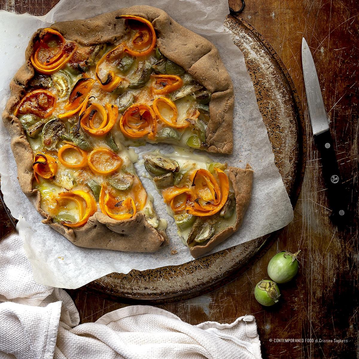 torta-salata-con-brisé-alla farina-di-farro-castagne-con-melanzane-verdi-carote-taleggio-farine-alternative-ricetta-contemporaneo-food
