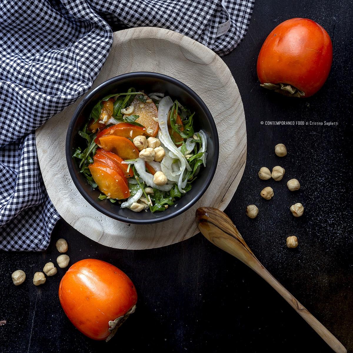 caco-mela-in-insalata-con-finocchi-rucola-nocciole-salsa-al-miele-contorno-insalata-contemporaneo-food