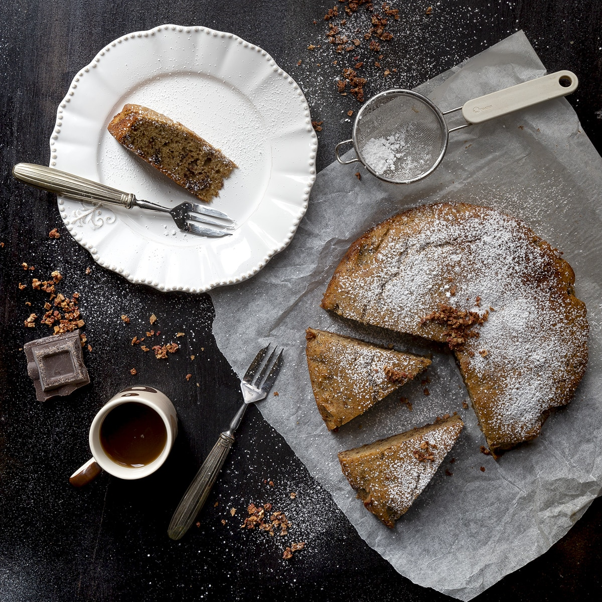 torta-con-farina-di-teff-ricotta-cioccolato-rum-farine-alternative-ricetta-facile-contemporaneo-food