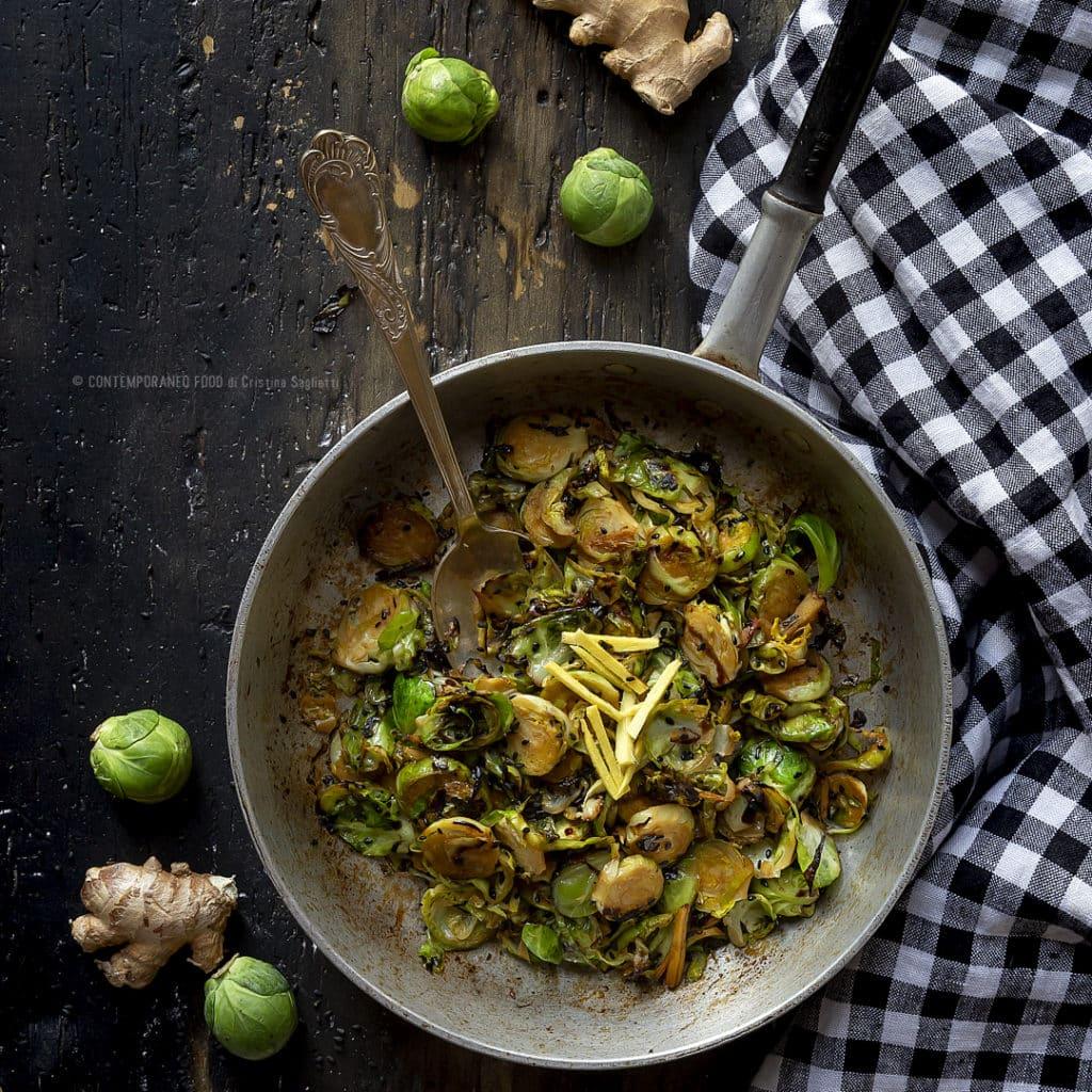 cavolini-di-bruxelles-sesamo-nero-zenzero-ricetta-vegetariana-contorno-facile-veloce-light-contemporaneo-food