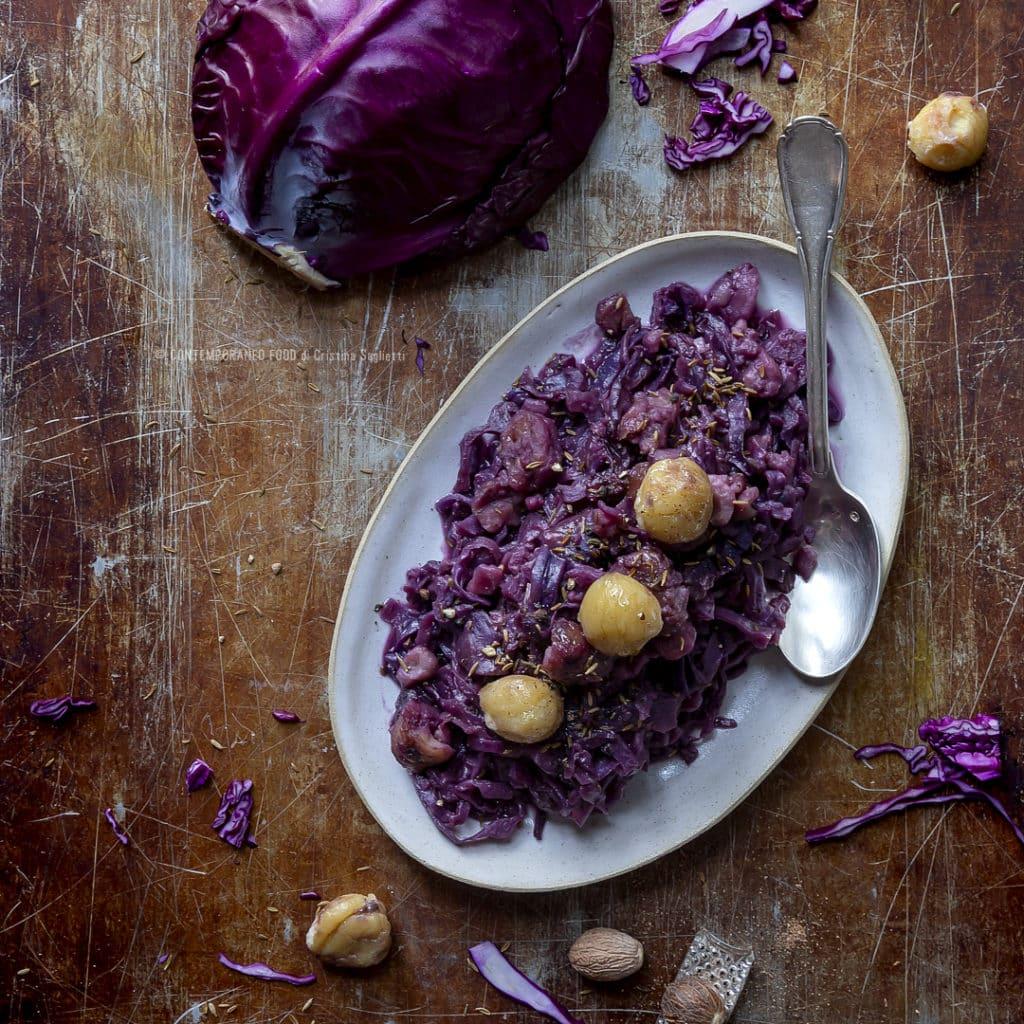 cavolo-rosso-al-vino-rosso-con-castagne-zenzero-cumino-ricetta-vegetariana-veloce-facile-contorno-contemporaneo-food