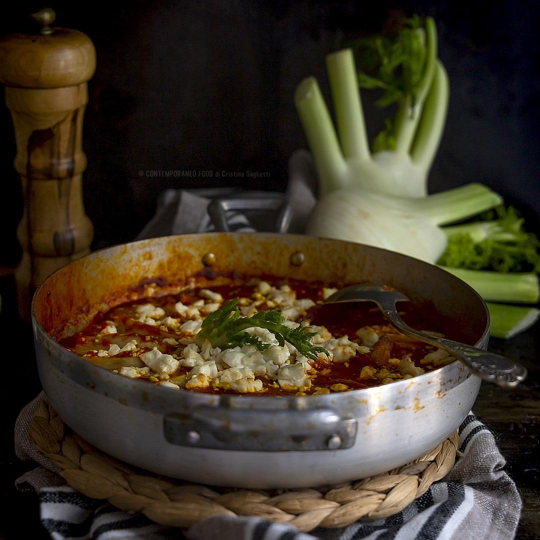 finocchi-in-umido-al-pomodoro-con-zafferano-feta-greca-ricetta-vegetariana-facile-contorno-contemporaneo-food