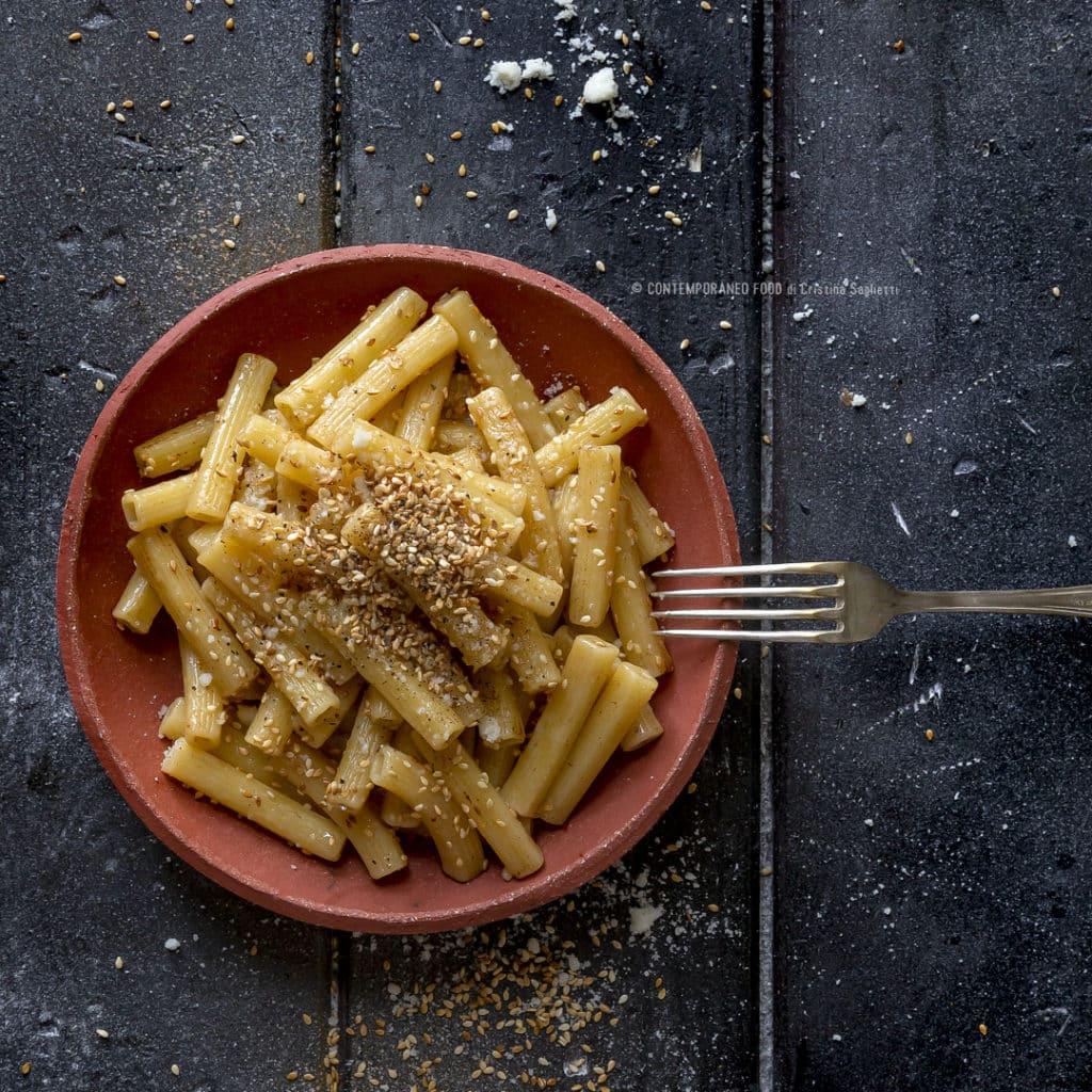 pasta-al-sesamo-e-parmigiano-rprimo-piatto-facile-veloce-vegetariano-contemporaneo-food