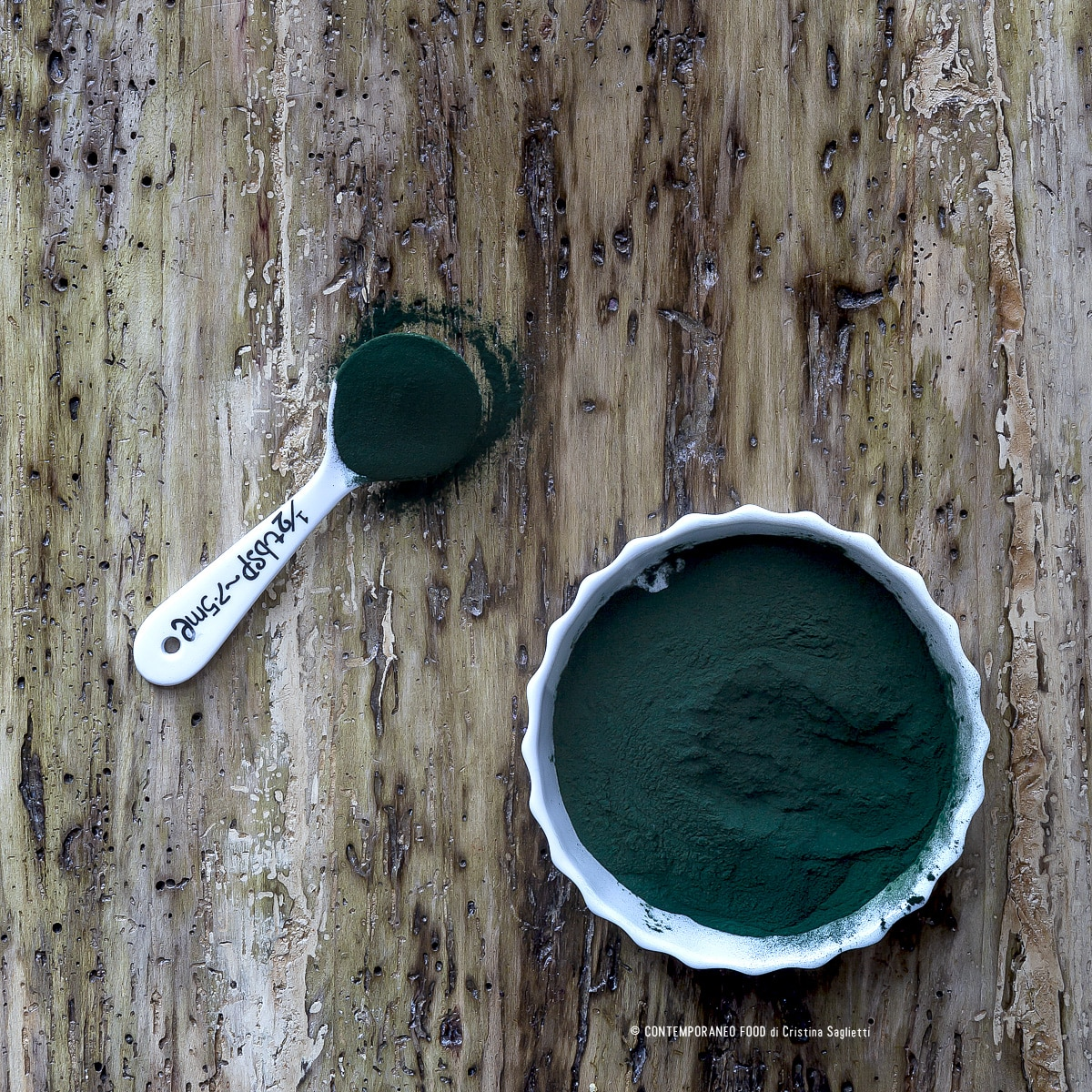 spirulina-proprietà-e-benefici-speciale-materia-prima-superfood-contemporaneo-food