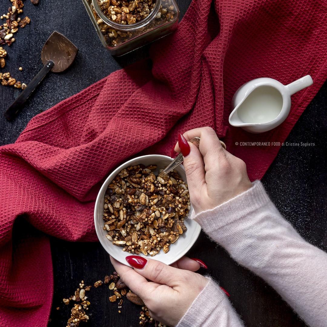 granola-con-fave-di-cacao-colazione-ricetta-superfood-ricetta-facile-colazione-contemporaneo-food