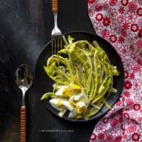 insalata-di-tarassaco-giallo-e-uova-sode-ricetta-facile-vegetariana-contemporaneo-food