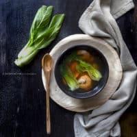 zuppa-pak-choi-carote-gamberi-sesamo-nero-ricetta-light-facile-veloce-contemporaneo-food