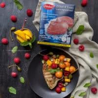 fiori-di-branzino-Findus-alla-griglia-con-insalata-esotica-ricetta-estiva-con-frutta-secondo-pesce-secondo-facile-contemporaneo-food