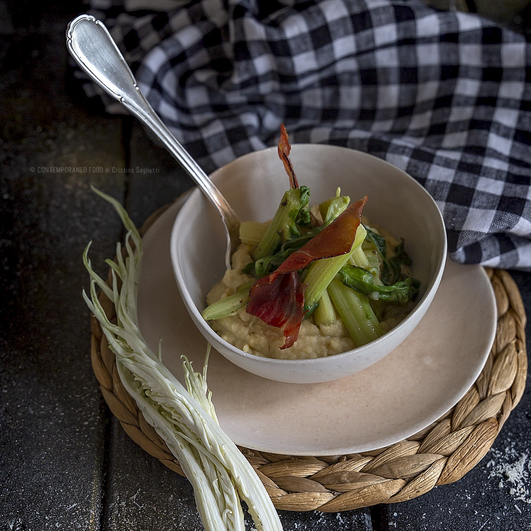 crema-di-ceci-con-cardi-spadellati-speck-croccante-primo-piatto-antipasto-ricetta-facile-contemporaneo-food