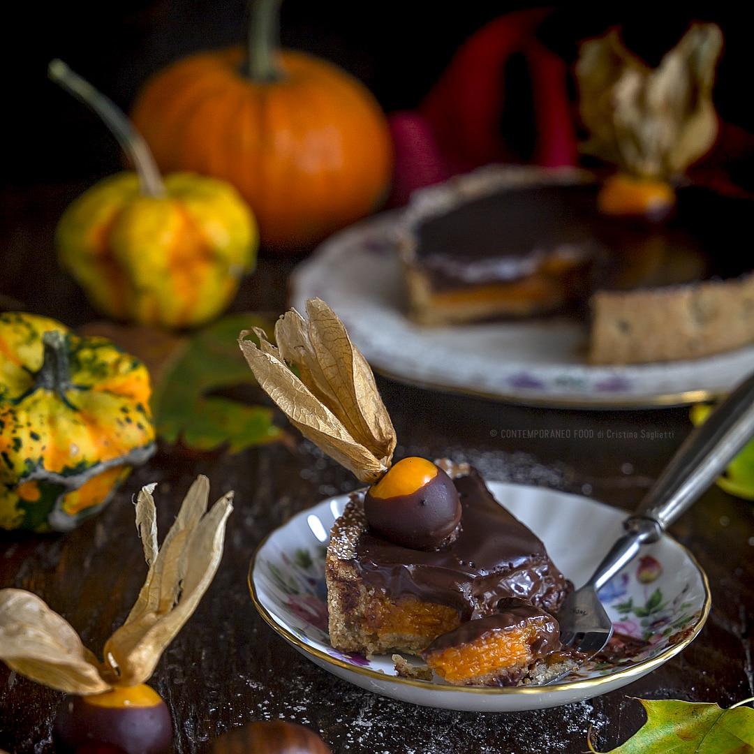 crostata-con-ganache-cioccolato-rum-purea-di-zucca-caramellata-castagne-cristallizzate-al-rum-con-farina-di-castagne-dolce-dessert-natale-contemporaneo-food