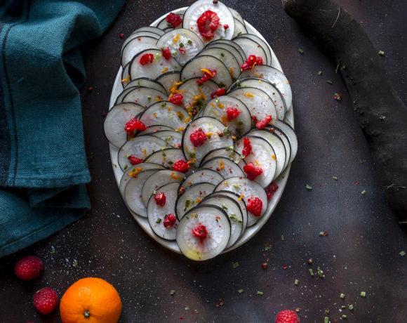 rapa-nera-in-carpaccio-con-succo-di-mandarino-lamponi-light-contorno-ricetta-vegetariana-contemporaneo-food