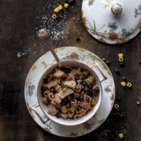 minestra-di-ceci-neri-merluzzo-e-pasta-corta-primo-piatto-facile-ricetta-facile-di-pesce-contemporaneo-food