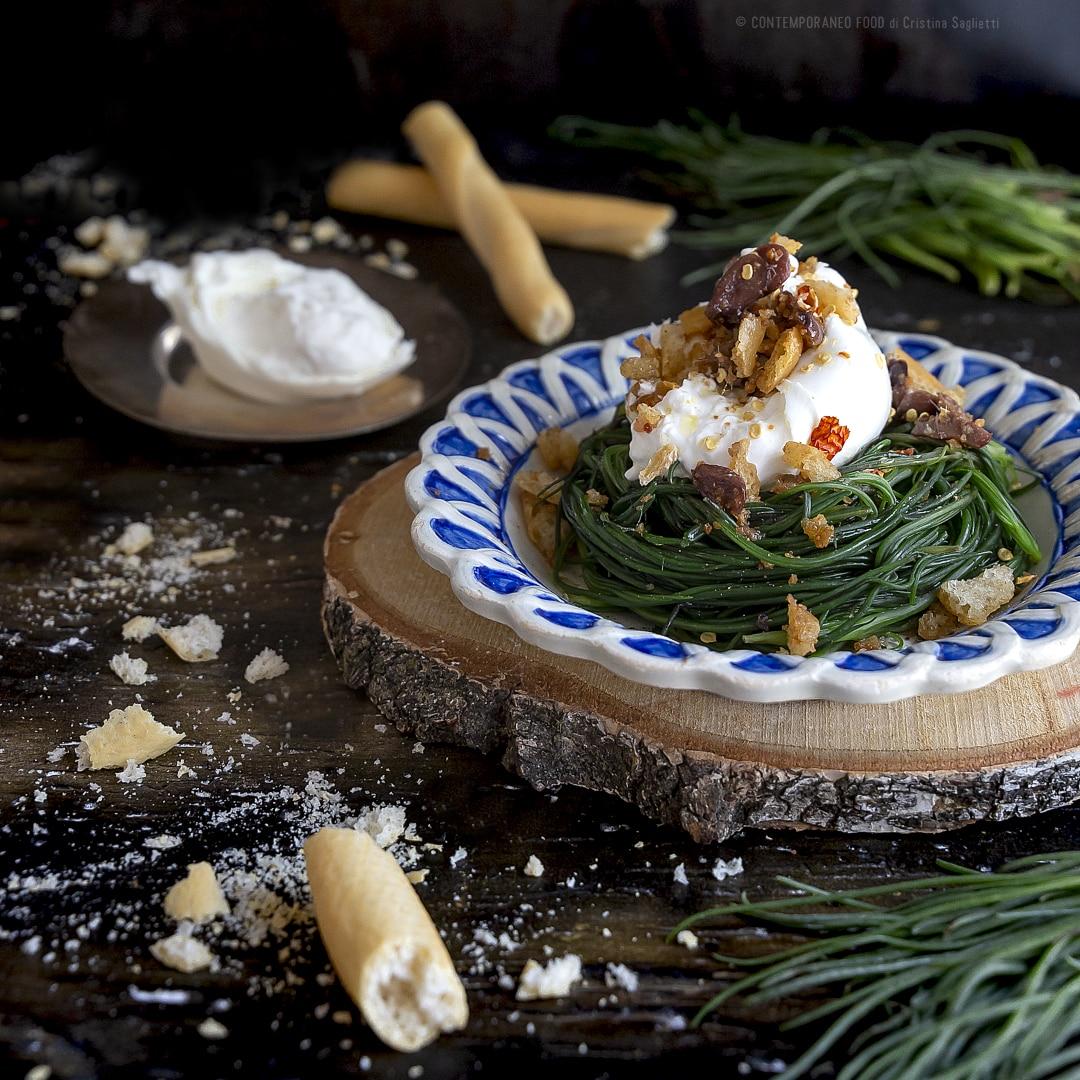 agretti-in-insalata-con-burrata-di-bufala-crumble-taggiasche-acciughe-ricetta-facile-veloce-piatto-unico-contemporaneo-food