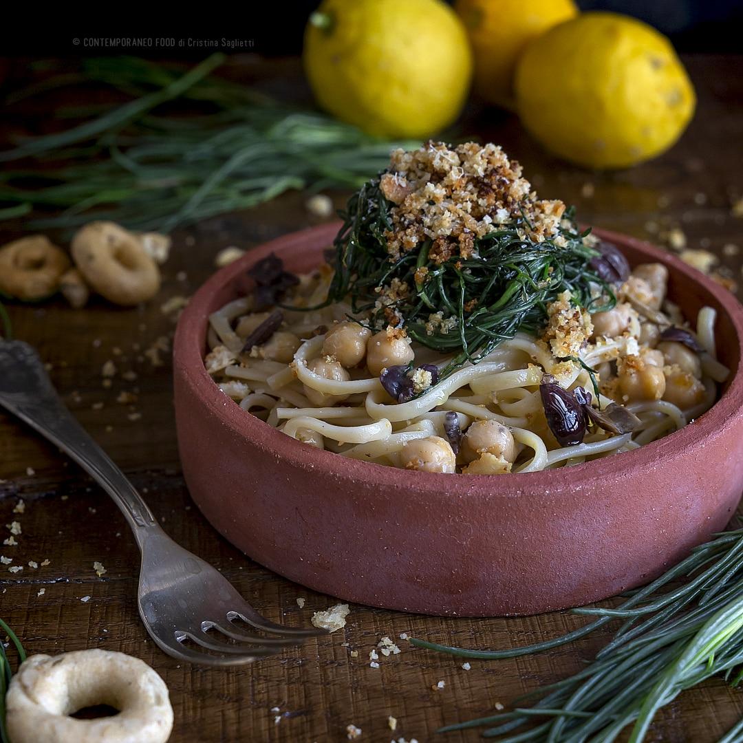 linguine-agretti-olive-taggiasche-ceci-con-crumble-taralli-zeste-limone-primo-piatto-primaverile-contemporaneo-food