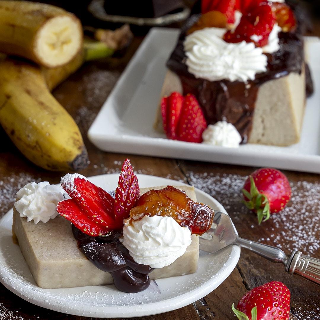budino-di-banane-con-ganache-cioccolato-rum-fragole-dolce-facile- contemporaneo-food