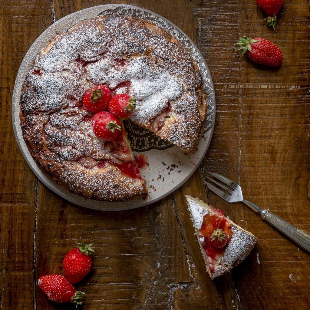 torta-soffice-alle-fragole-ricotta-vaniglia-colazione-sana-merenda-ricetta-facile-contemporaneo-food