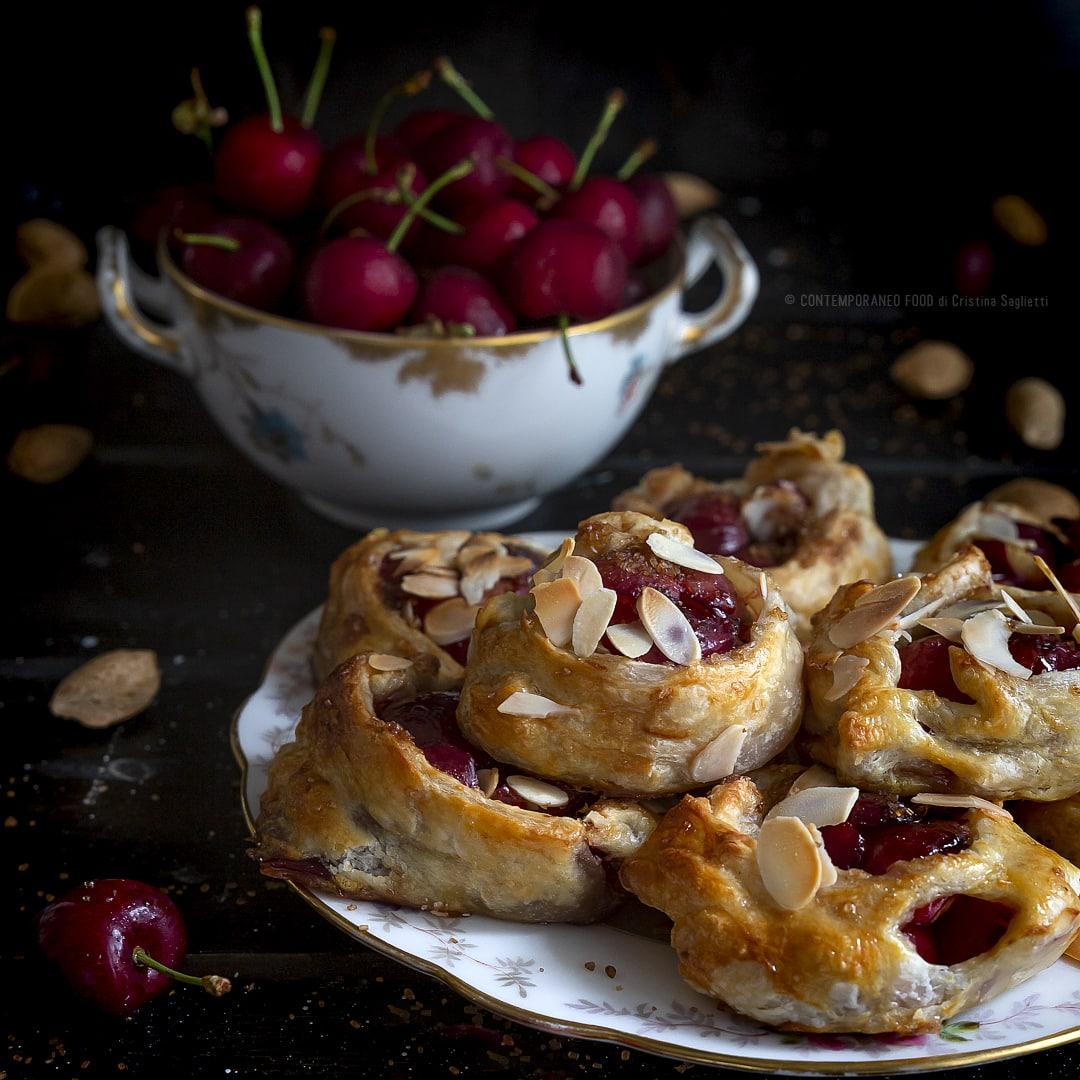 fagottini-alle-ciliegie-e-sfoglia-ricetta-facile-veloce-merenda-colazione-contemporaneo-food