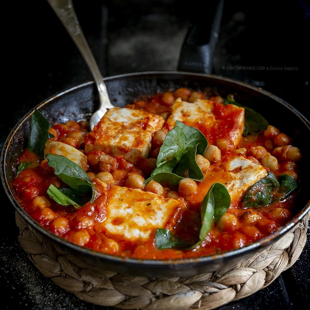feta-greca-al-pomodoro-con-spinaci-ceci-ricetta-vegetariana-facile-secondo-piatto-unico-light-contemporaneo-food
