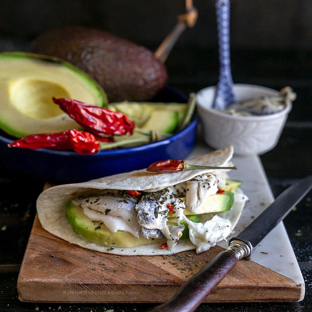 tacos-bufala-avocado-acciughine-tortillas-ricetta-facile-veloce-estiva-contemporaneo-food