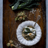 grano-saraceno-decorticato-con-cavolo-nero-nocciole-caprino-primo-piatto-facile-senza-glutine-contemporaneo-food