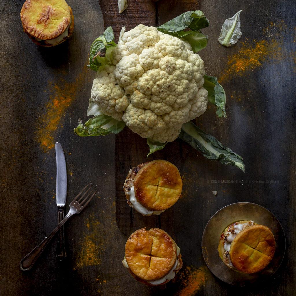 cavolfiore-al-forno-con-Camembert-e-besciamella-in cestini-di-frolla-salata-a-caldo-antipasto-caldo-facile-contemporaneo-food