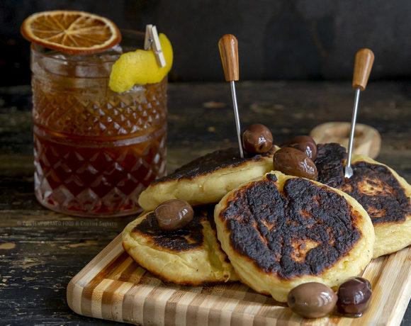 focaccine-di-patate-senza-lievito-in-padella-americano-cocktail-aperitivo-mixology-aperitivo-home-made-contemporaneo-food