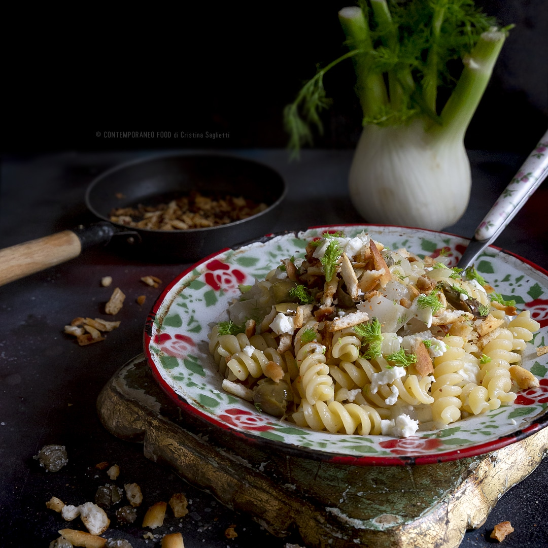 pasta-ragù- finocchi-crumble-pane-feta-primo-vegetariano-contemporaneo-food