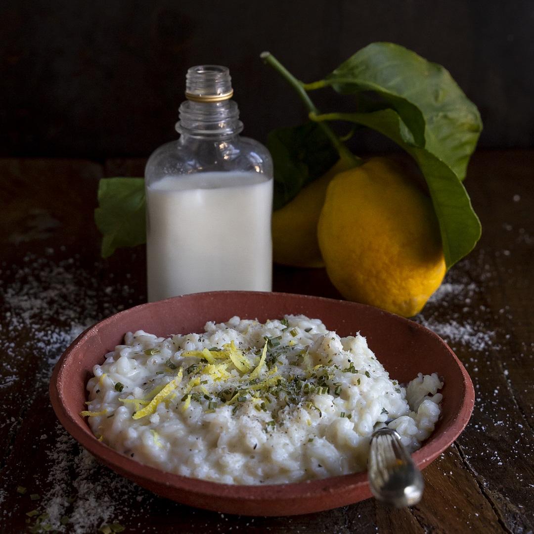 riso-al-latte-scorza-di-limone-erba-cipollina-primo-leggero-contemporaneo-food