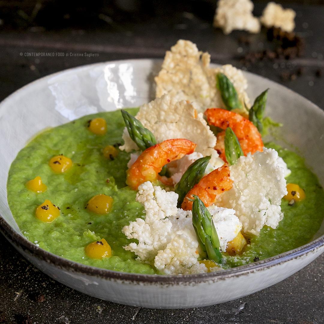crema-di-asparagi-con-gamberi-spadellati-coulis-di-mango-cialde-di-riso-croccanti-primo-facile-leggero-contemporaneo-food