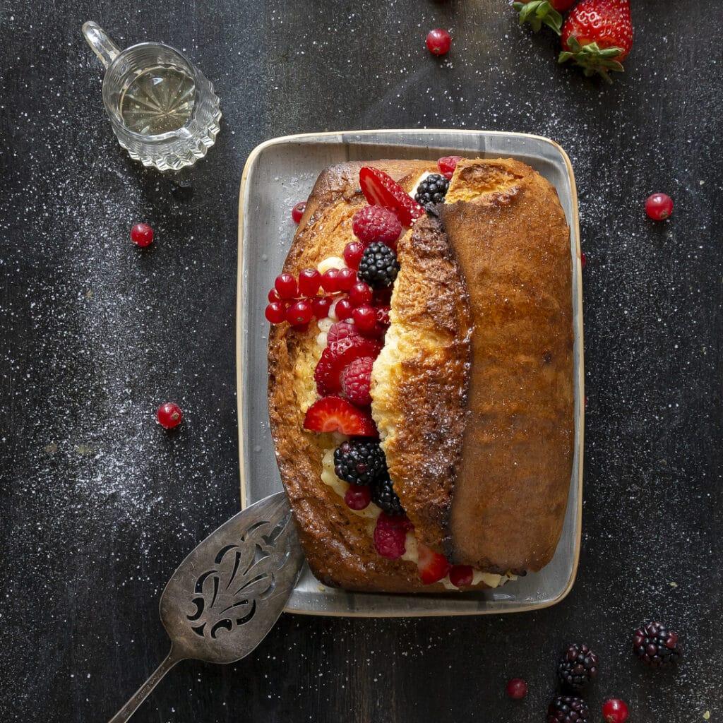 plumcake-con-creme-brulé-frutti-di-bosco-e-bagna-al-rum-merenda-facile-frutta-fresca--contemporaneo-food
