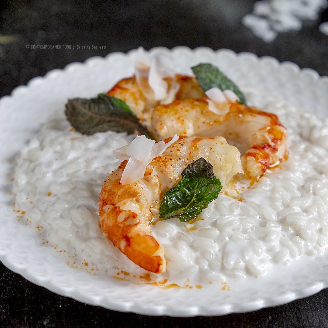 risotto-al-latte-di-cocco-gamberi-piccanti-spadellati-alla-menta-primo-piatto-facile-contemporaneo-food