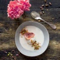uovo-barzotto-con-vellutata-al-parmigiano-pistacchi-e-crumble-piccante-piatto-unico-primavera-facile-contemporaneo-food