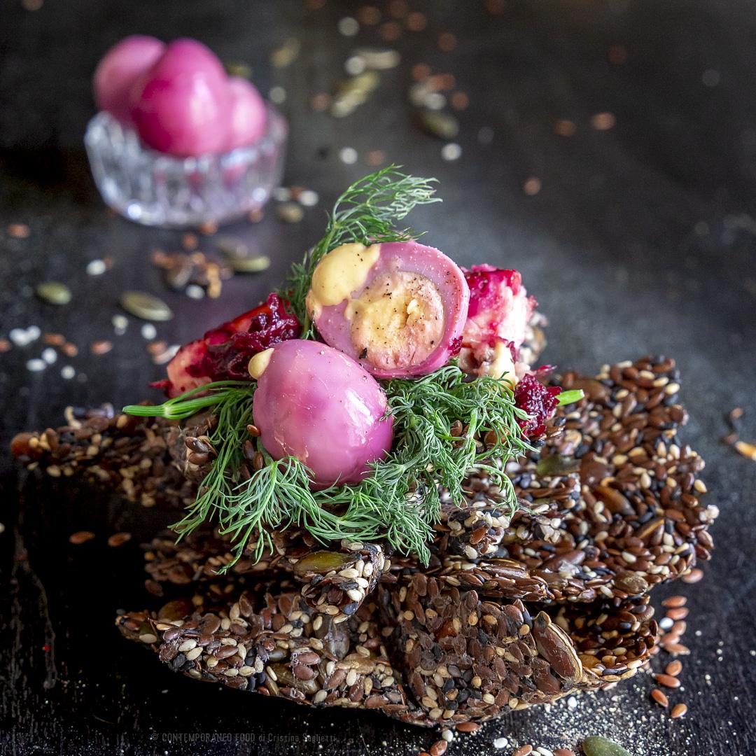 crakers-semi-sesamo-zucca-lino-senza-sale-olio-condimenti-salmone-affumicato-uovo-snack-sano-leggero-pre-allenamento-contemporaneo-food