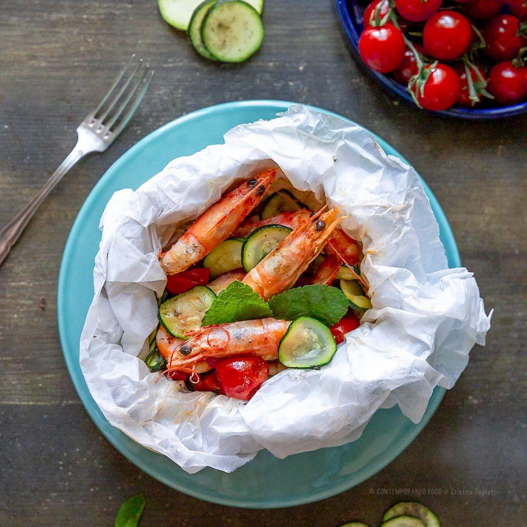 cartoccio-in-padella-gamberi-verdure-ricetta-di-pesce-facile-veloce-contemporaneo-food