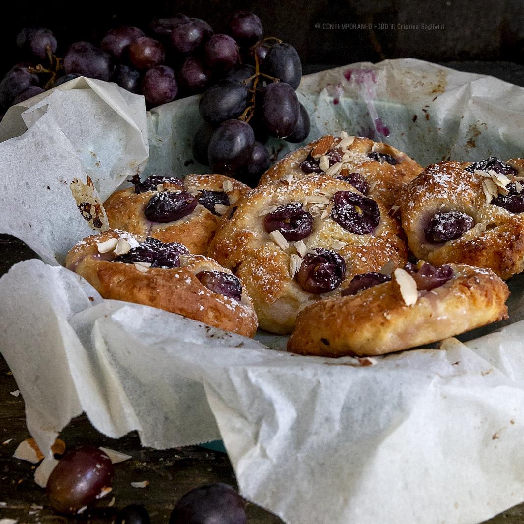 biscotti-morbidi-uva-mandorle-merenda-facile-dolci-facile-con-la-frutta-contemporaneo-food