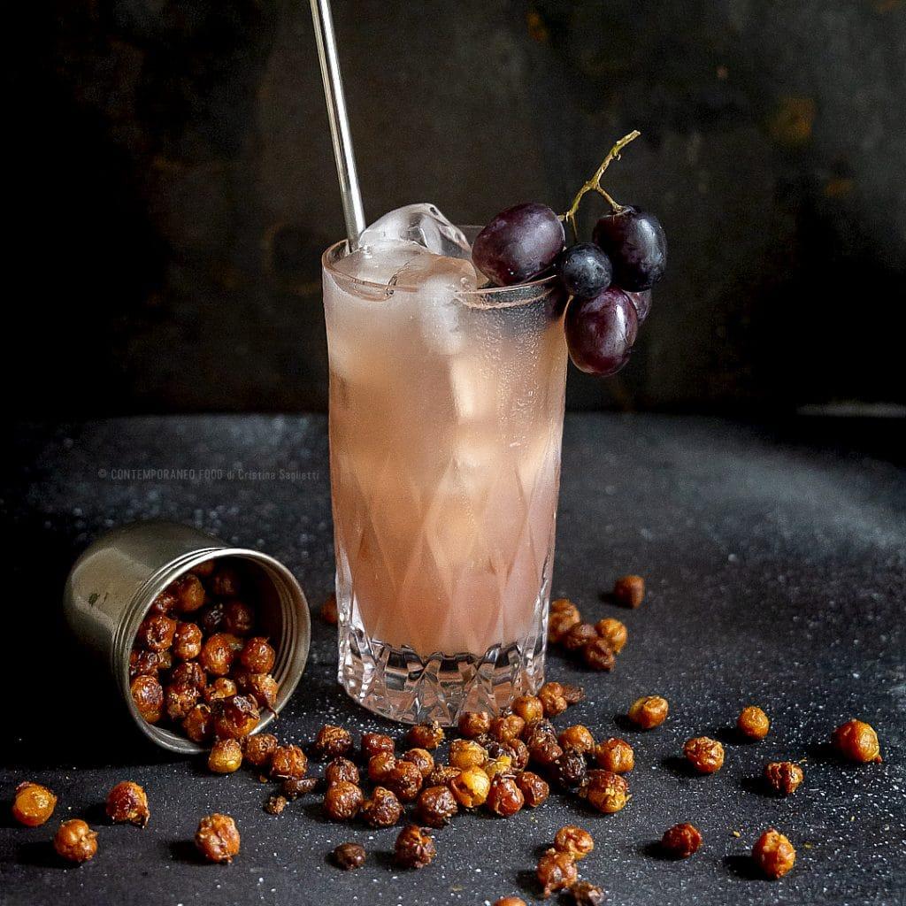 cocktail-facile-economico-aperitivo-ceci-al-forno-homemade-uva-gin-corsiero-riccardo-mixology-contemporaneo-food
