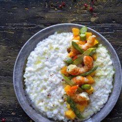 risotto-ricotta-gamberi-al-curry-apsaragi-mango-ricetta-facile-leggera-primi-veloci-contemporaneo-food